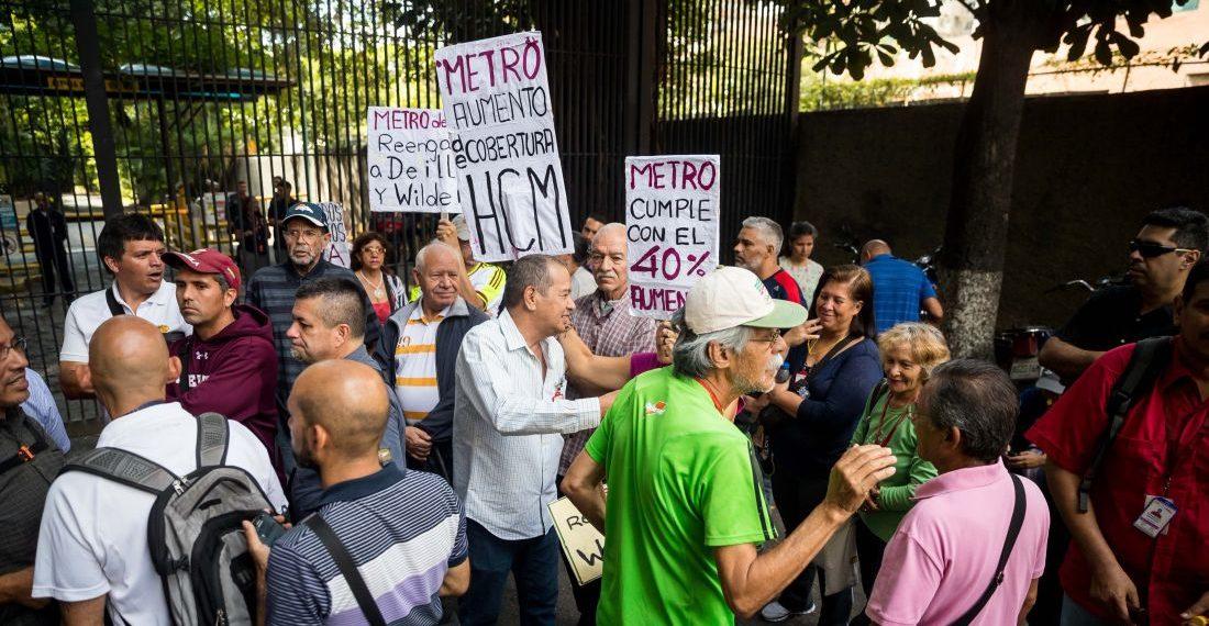 Trabajadores y jubilados del metro de Caracas protestan en Caracas