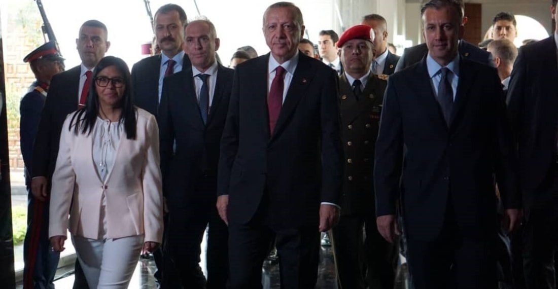 Presidente de Turquía presenta ofrenda ante restos de Libertador de Venezuela
