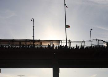 El FBI detuvo hoy al líder de una milicia de civiles que se dedicaba a capturar a inmigrantes indocumentados en la frontera entre Estados Unidos y México. Foto: EFE