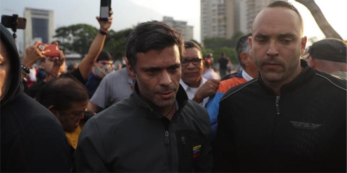 """El opositor venezolano Leopoldo López y su familia ingresaron este martes a la embajada de Chile en Caracas en calidad de """"huéspedes"""". Foto: EFE"""