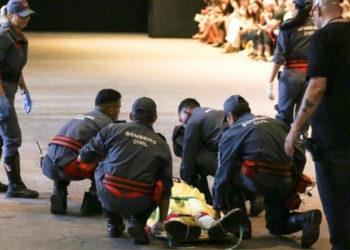 El modelo brasileño Tales Cotta, de 26 años, murió en la tarde de este sábado tras sufrir un mal súbito en el momento en que participaba en un desfile. Foto: EFE