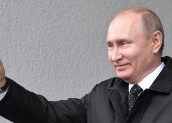 El presidente ruso, Vladímir Putin se despide tras la reunión mantenida con el líder norcoreano. Foto: EFE