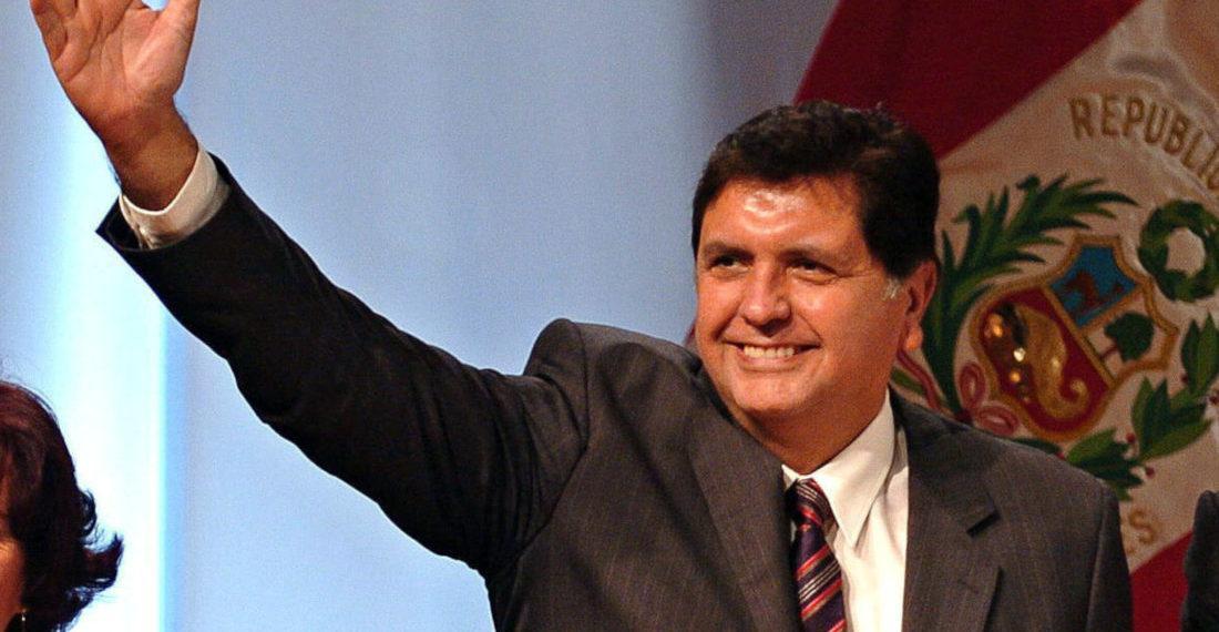 Alan García, expresidente de Perú, terminó con su vida este miércoles cuando agentes acudieron a su residencia para arrestarlo. Foto: EFE.