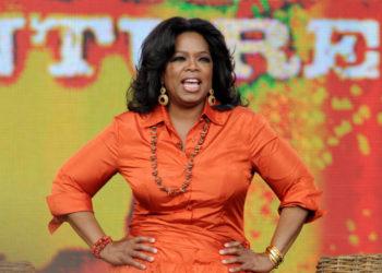 La estadounidense Oprah Winfrey presenta su programa. Foto EFE.