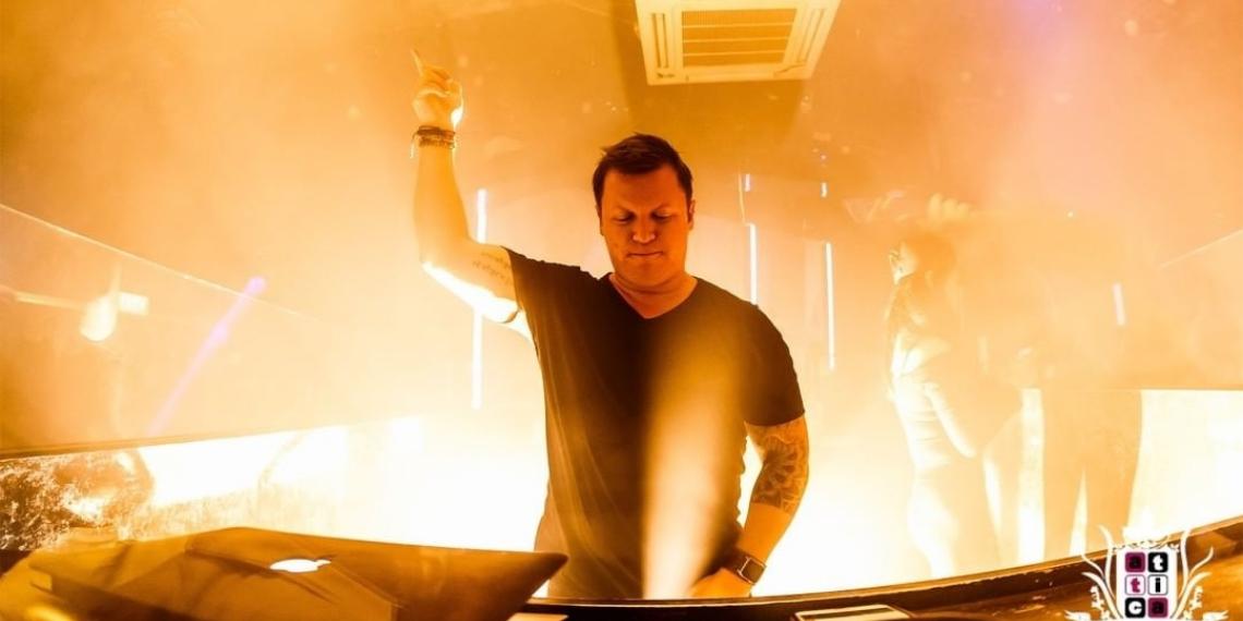 El famoso DJ australiano Adam Neat murió en la isla indonesia de Bali, al parecer por haberse golpeado contra una puerta de vidrio. Foto: @adamskyofficial