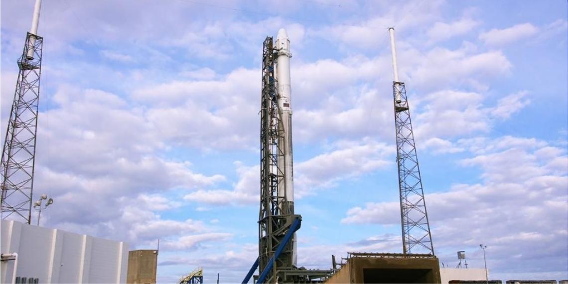 La compañía aeroespacial SpaceX anunció un retraso en el lanzamiento del cohete Falcon 9 al espacio. Foto: @NASA